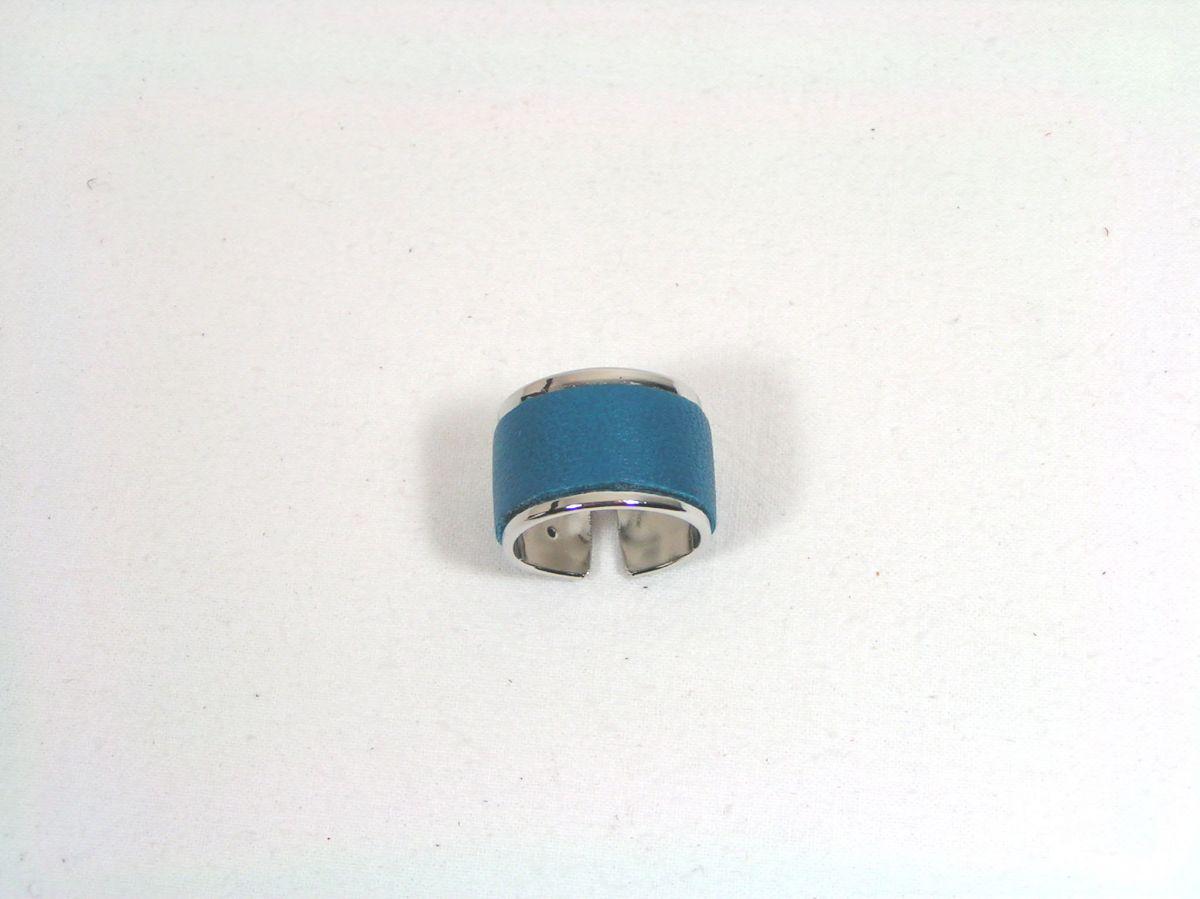 Bague jonc métal et cuir coloris bleu.
