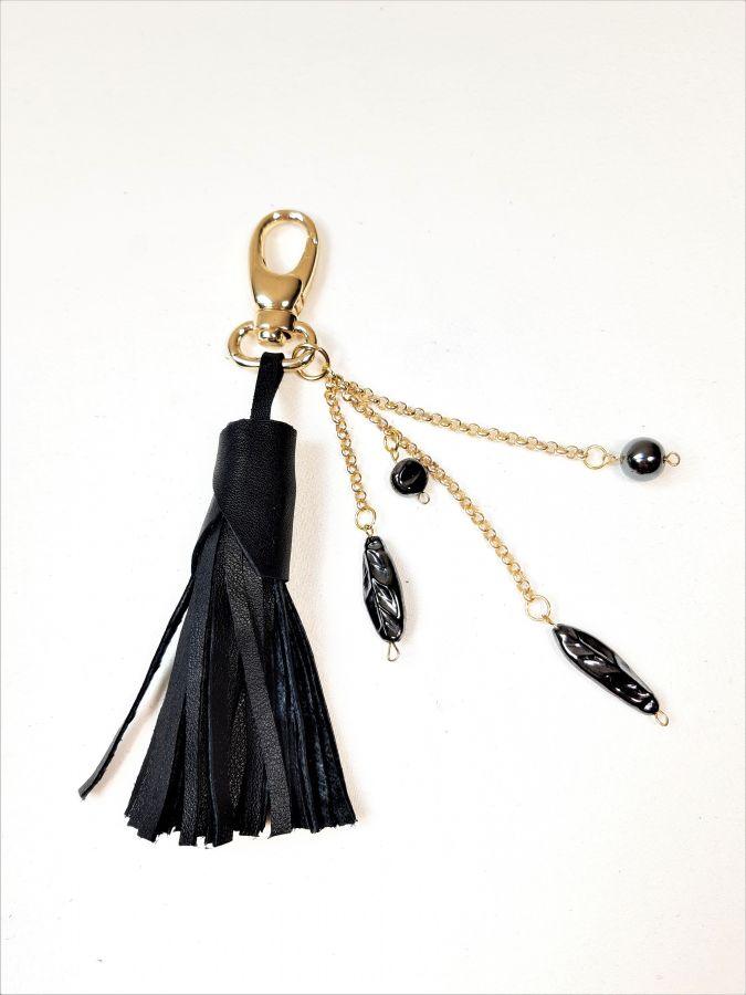 Bijou de sac cuir noir et perles en hématite