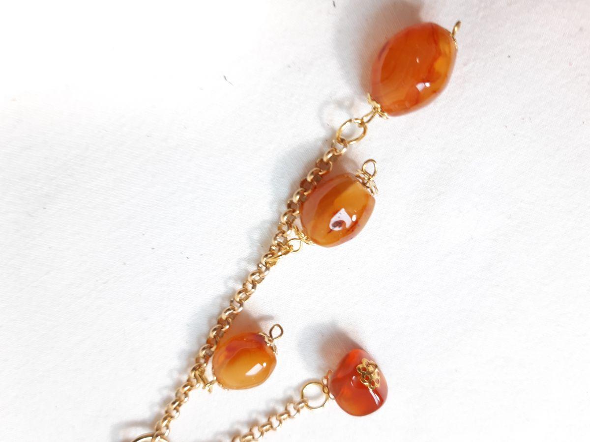 Bijou de sac pompon cuir vachette orange et cornaline, idée Fête des Mères.