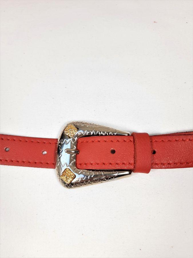 Ceinture cuir vachette boucle western coloris rouge.