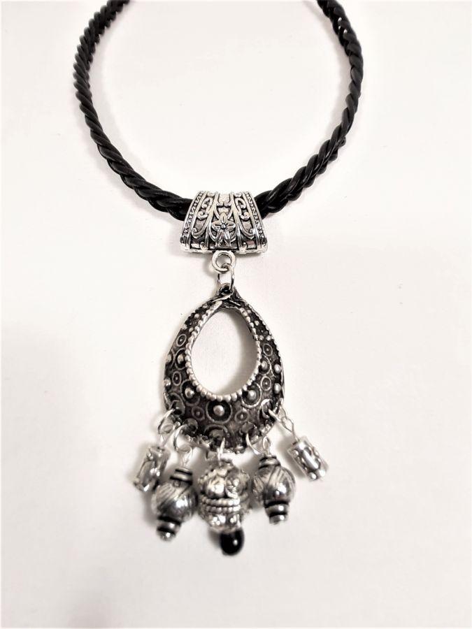 St Valentin! Collier cuir tressé et pendentif métal argent vieilli..