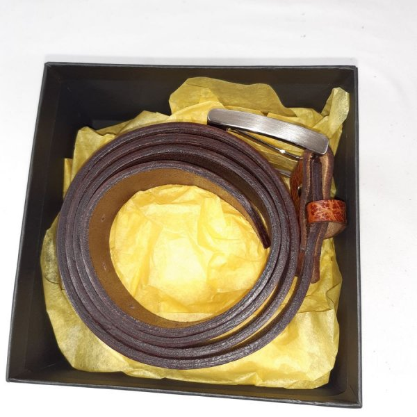 Ceinture cuir vachette, tannage végétal, coloris marron 2 tons.