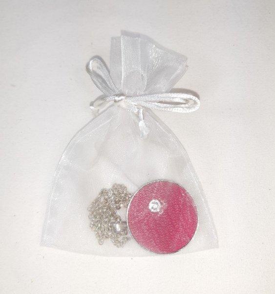 Pendentif laiton et cuir rose, cabochon pierre naturelle quartz rose.