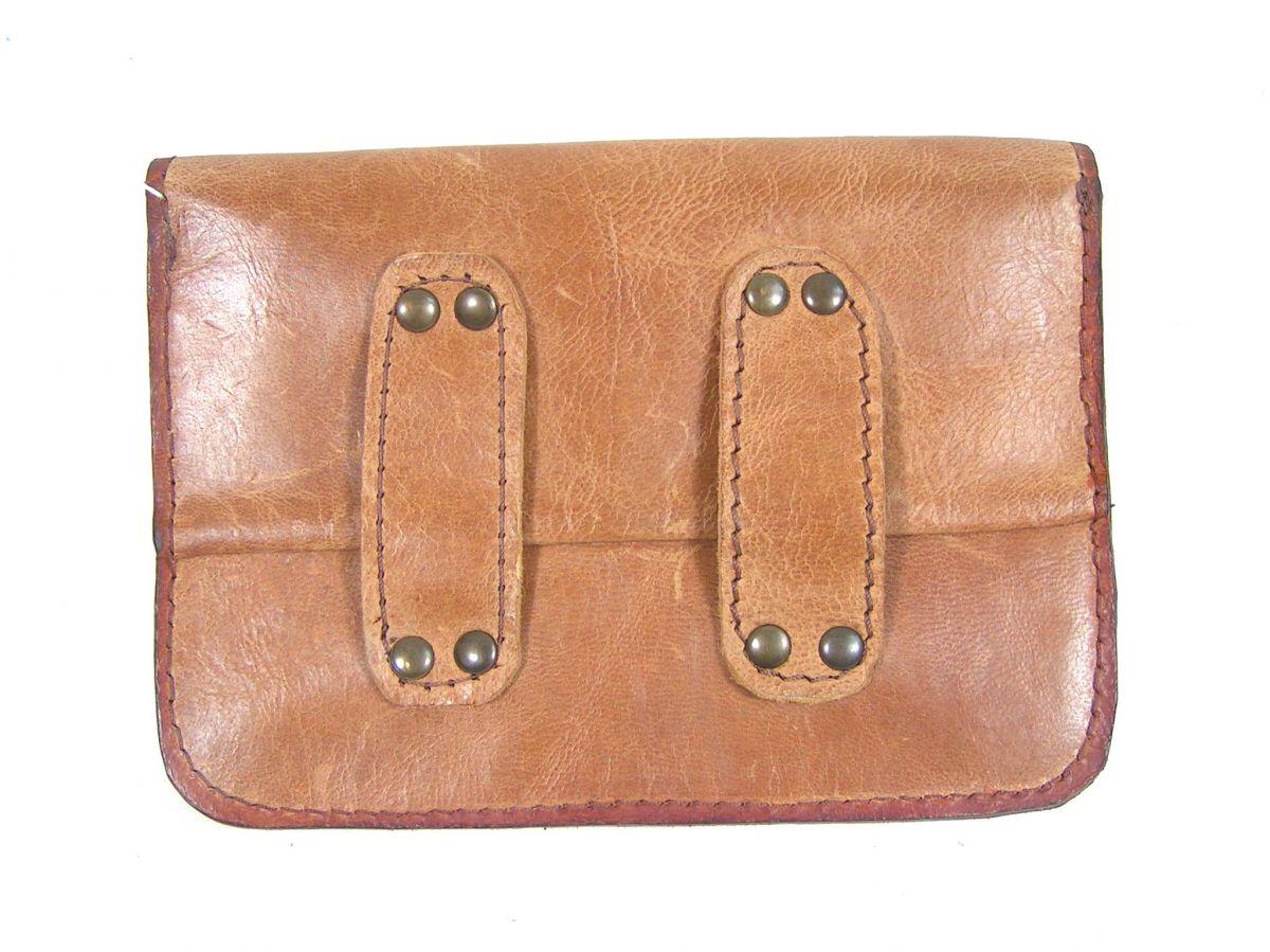 Pochette cuir pour ceinture, sûre et discrète. Accessoire pratique et élégant.