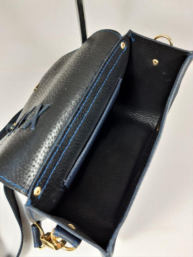 Sac bandoulière cuir vachette,fabrication artisanale coloris bleu marine.