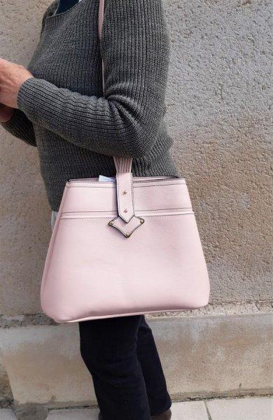 Sac bandoulière cuir vachette,fabrication artisanale coloris rose.
