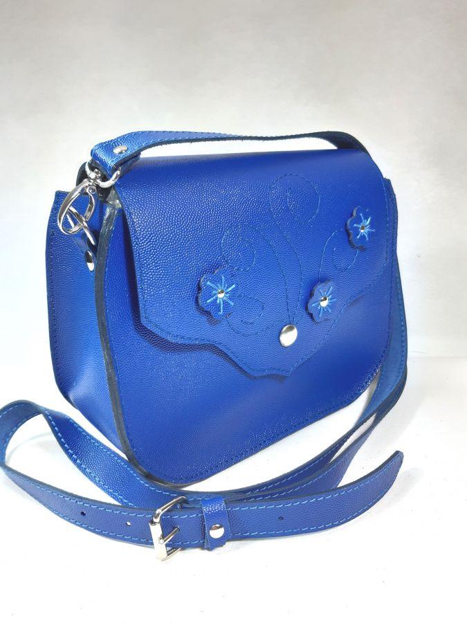Sac bandoulière cuir de vachette coloris bleu électrique.