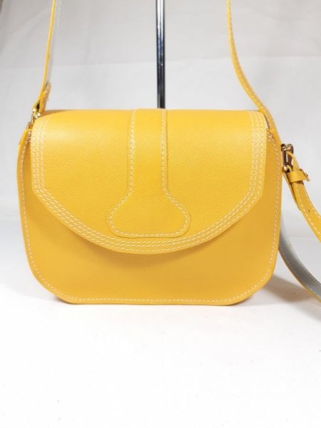 Sac bandoulière cuir vachette, coloris jaune, création artisanale..
