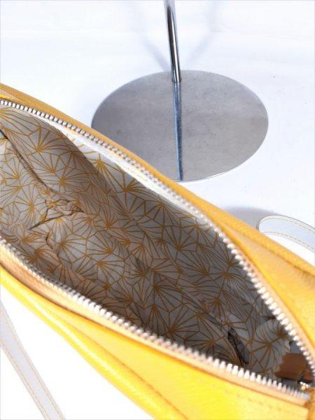 Sac cuir vachette avec fermeture à glissière coloris jaune.