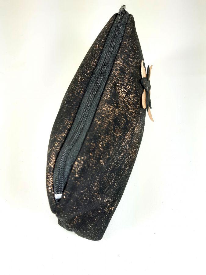 Trousse cuir d'agneau coloris noir et or