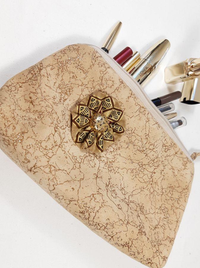St Valentin! Trousse maquillage coloris sable et paillettes or.