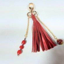 Bijou de sac cuir rouge et perle cloisonnée.