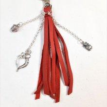 Bijou de sac pompon cuir de vachette coloris rouge